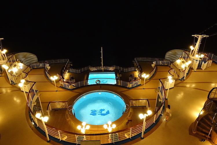 藍寶石公主號 - 甲板夜景