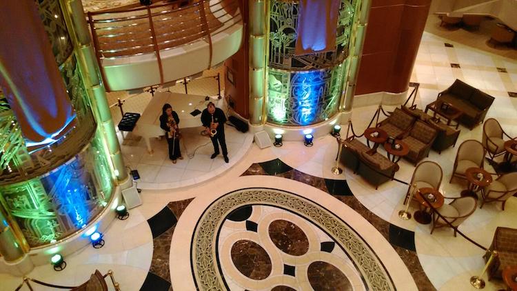 藍寶石公主號 - 大廳