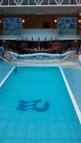藍寶石公主號 - 室內游泳池