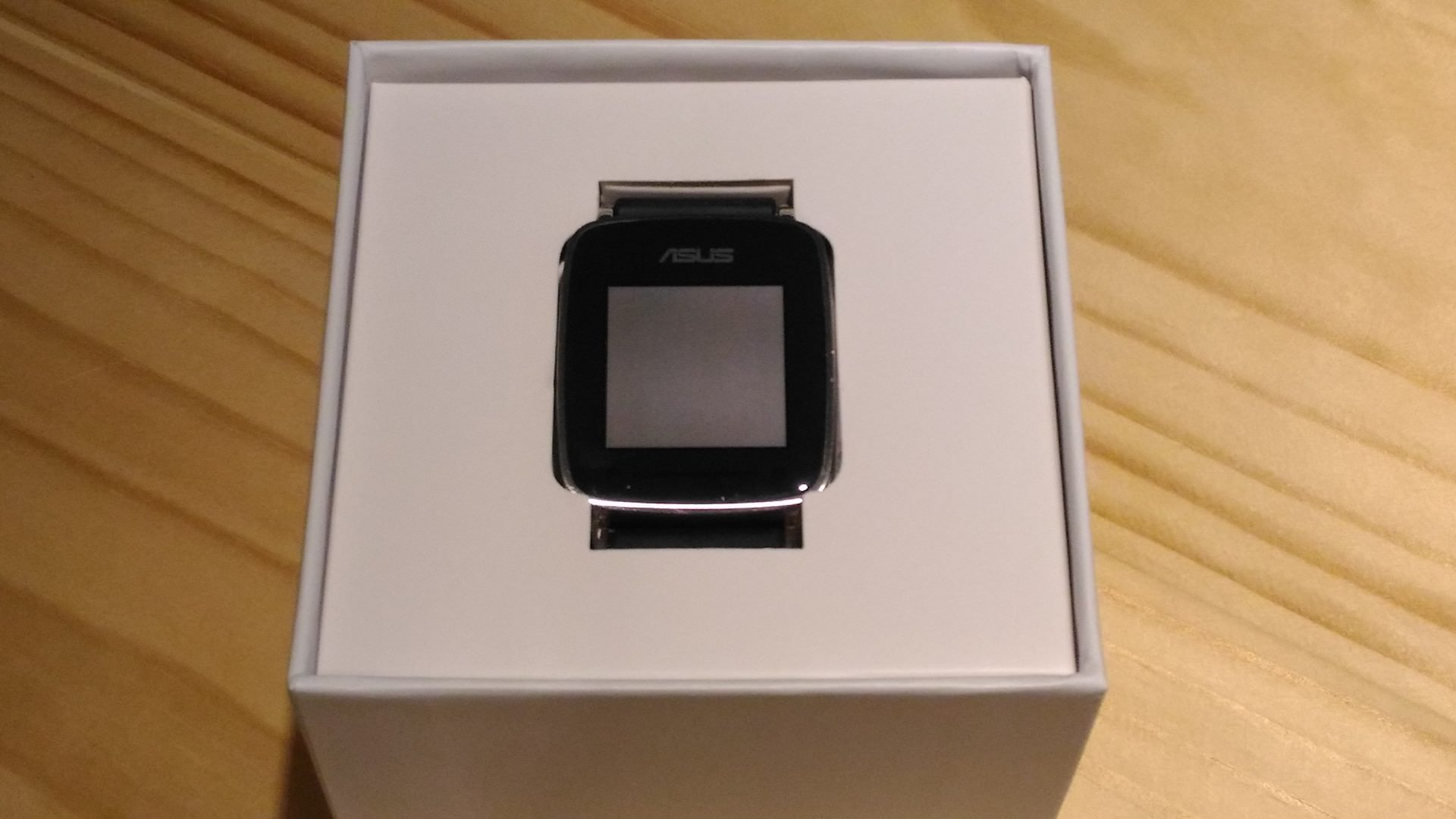 ASUS VivoWatch 正面照